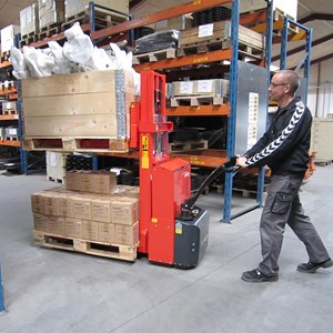 The Twin Stacker can operate in very confined areas eg. in storage areas