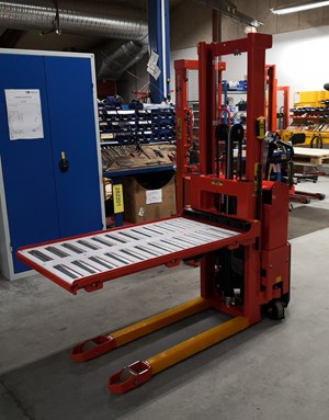 Samples custom-built products, Customised stacker with reel platform